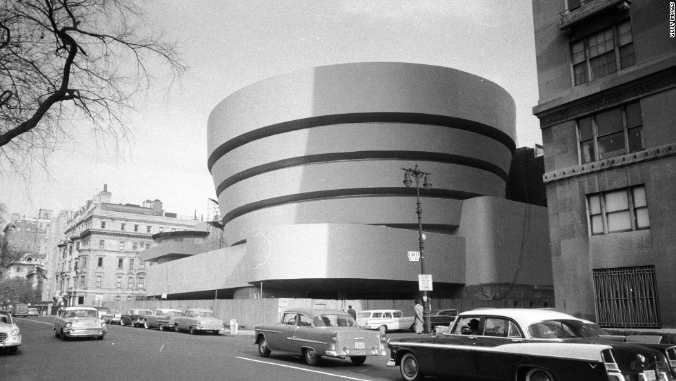 A building that Romero particularly admires is the Guggenheim Museum in New York, designed by Frank Lloyd Wright. It opened in 1959.