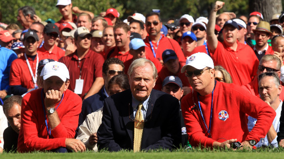 Tim Finchem, from left, Jack Nicklaus and Jeff Sluman watch the action on the first tee Sunday.