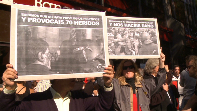 Spanish protesters gather at courthouse