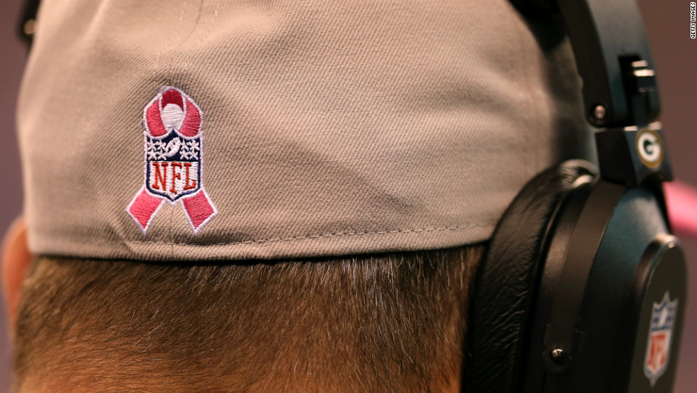 Green Bay Packers head coach Mike McCarthy wears a hat with a breast cancer awareness symbol on Sunday.