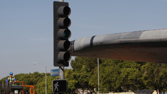 Endeavour passes between traffic lights with just a few inches to spare.