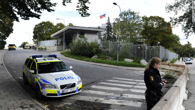 Police guard the U.S. embassy in Stockholm, Sweden during a bomb scare on September 17, 2010.