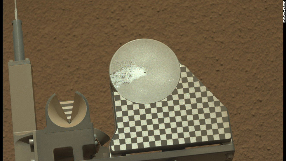 The robotic arm on NASA's Mars rover Curiosity delivered a sample of Martian soil to the rover's observation tray for the first time on October 16, 2012.