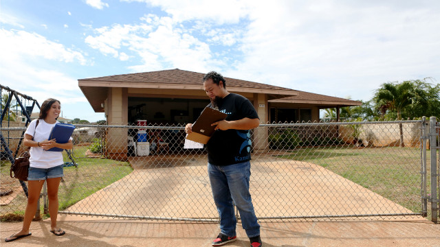 Volunteers from Kanu Hawaii go door to door asking people on Oahu's Waianae Coast to vote.