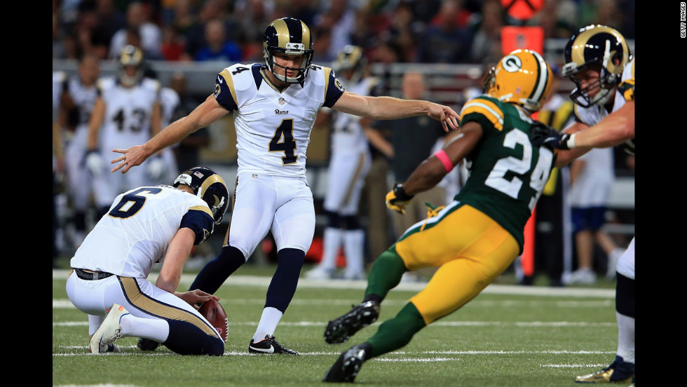 Greg Zuerlein of St. Louis kicks a 50-yard field goal against the Green Bay Packers in the first quarter on Sunday.