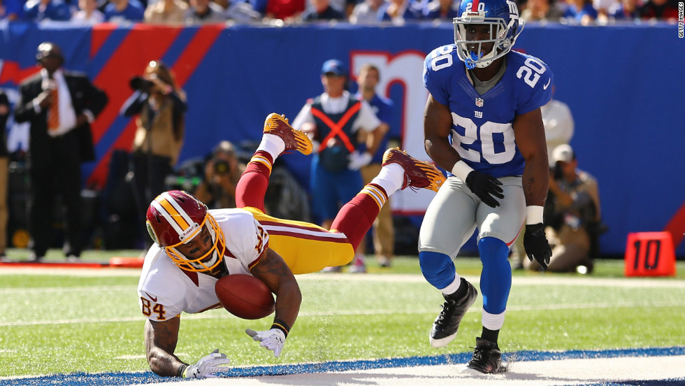 Niles Paul of the Redskins misses a catch against  Prince Amukamara of the Giants during their game on Sunday.
