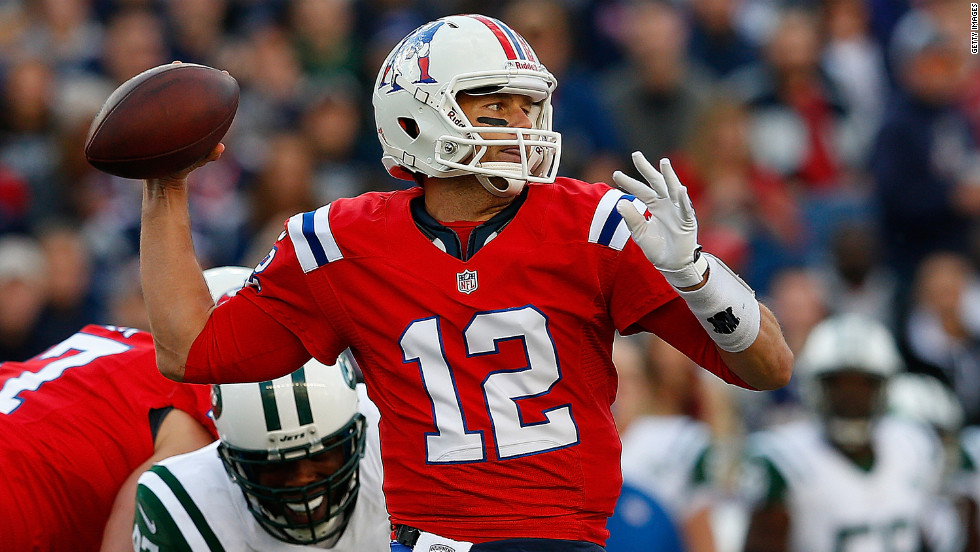 Patriots quarterback Tom Brady looks to pass Sunday against the New York Jets.