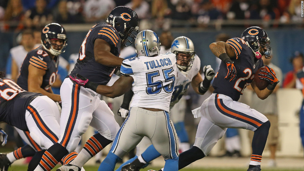 No. 22 Matt Forte of the Bears breaks past No. 55 Stephen Tulloch of the Lions on a 40-yard run.