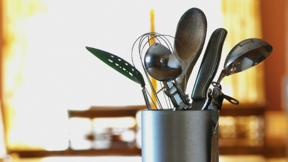 Separate your utensils: Be careful not to use the same utensils to prepare different foods without first cleaning the utensils. Finally, don