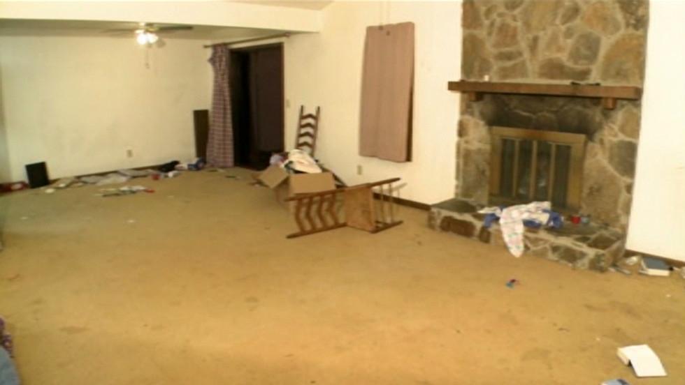 Enjoyable Craigslist Crowds Strip House Bare Home Interior And Landscaping Synyenasavecom