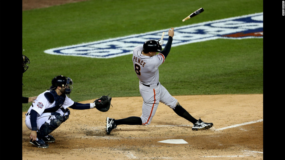 Hunter Pence of the Giants breaks his bat on a swing against Tigers starter Anibal Sanchez in the fourth inning.
