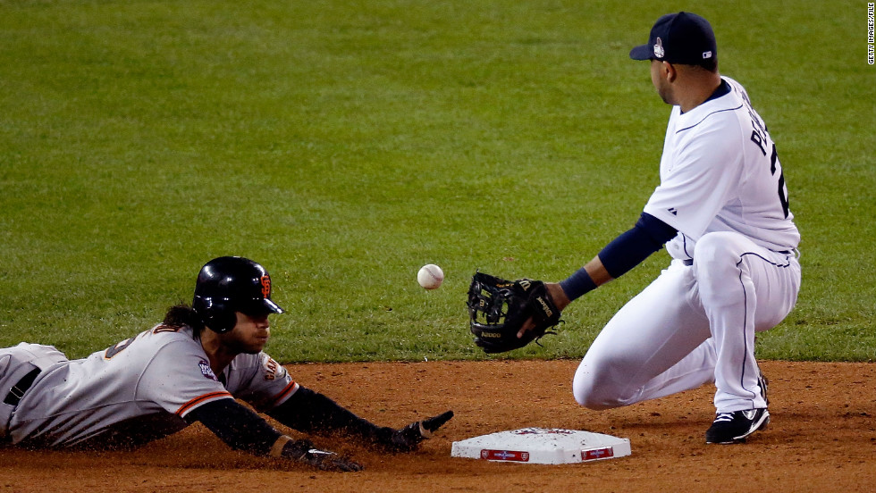 Brandon Crawford of the Giants steals second base against Jhonny Peralta of the Tigers in the seventh inning.