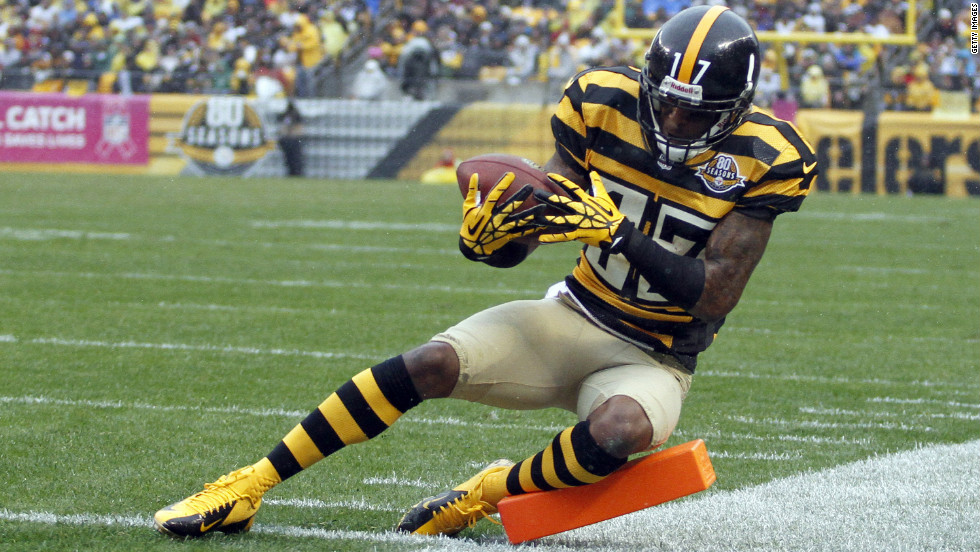 Mike Wallace of the Steelers loses control of the ball and the play is ruled incomplete during Sunday's game.