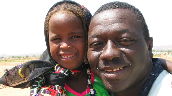 He lived under exactly the same conditions, eating what they ate and drinking from the same water sources. Here Samura poses with a little girl named Sumaiya.