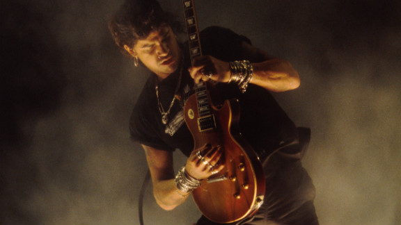 Slash performs onstage at the 1995 MTV Video Music Awards in Los Angeles, California.