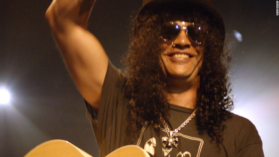 Slash performs in New York City in 2008.
