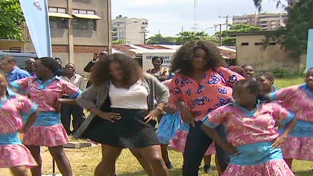 Williams sisters show off dancing skills