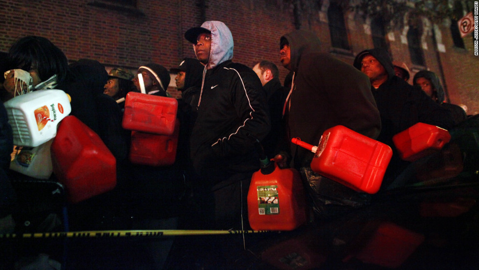 Crowds wait for free gas on Saturday, November 3, at the Bedford Avenue Armory in Brooklyn, New York.