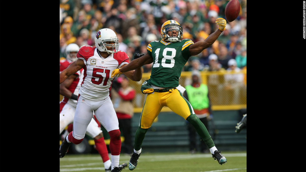 Randall Cobb of the Packers can't reach a pass as Paris Lenon of the Cardinals defends on Sunday.