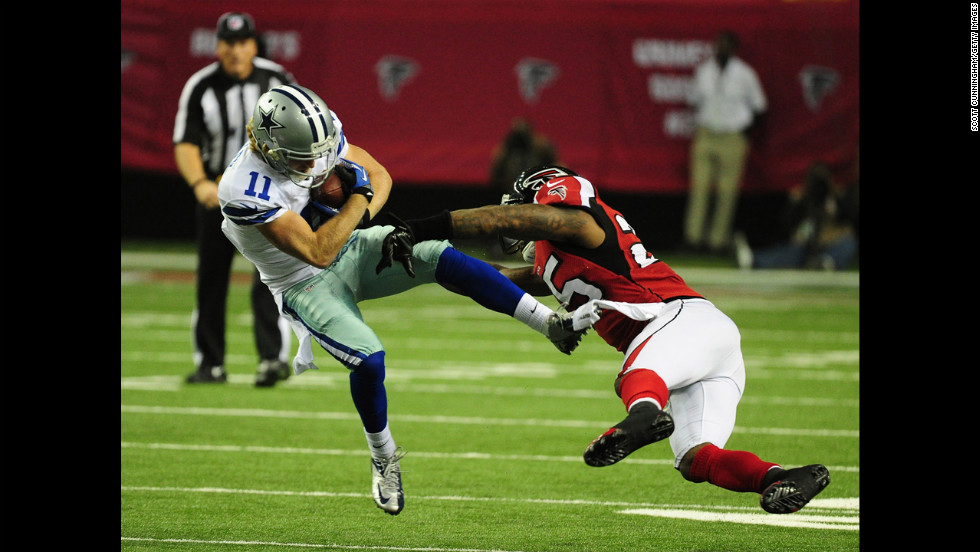 Cole Beasley of the Cowboys is tackled by William Moore of the Falcons on Sunday.
