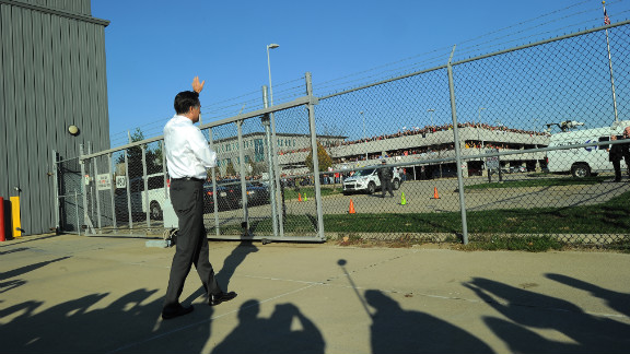 Republican presidential candidate Mitt Romney waved to supporters at Pittsburgh International Airport in Coraopolis, Pennsylvania.
