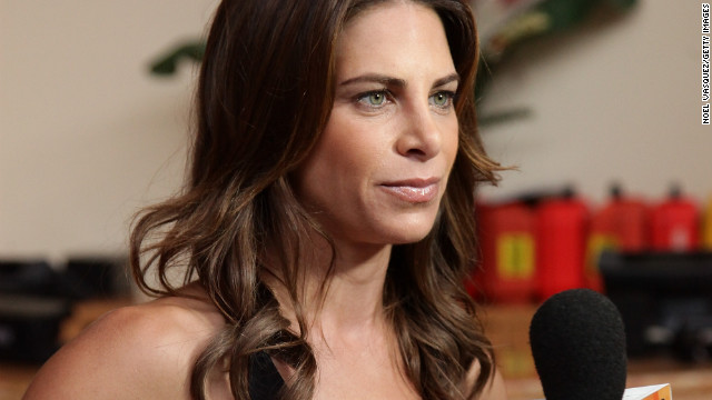 """f07a323c6106 Jillian Michaels speaks with """"Extra"""" at The Grove on January 3,  2011"""