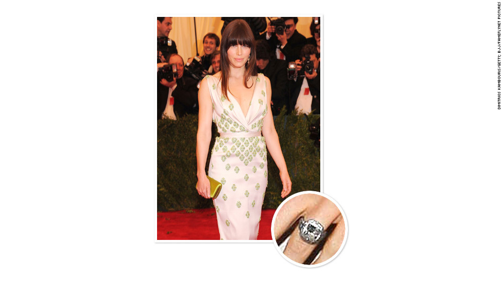 Justin Timberlake proposed to wife Jessica Biel in December 2011 while vacationing in Montana with an 18-carat white gold and black rhodium plated ring. The setting featured two aquamarines on either side, Biel's birthstone.