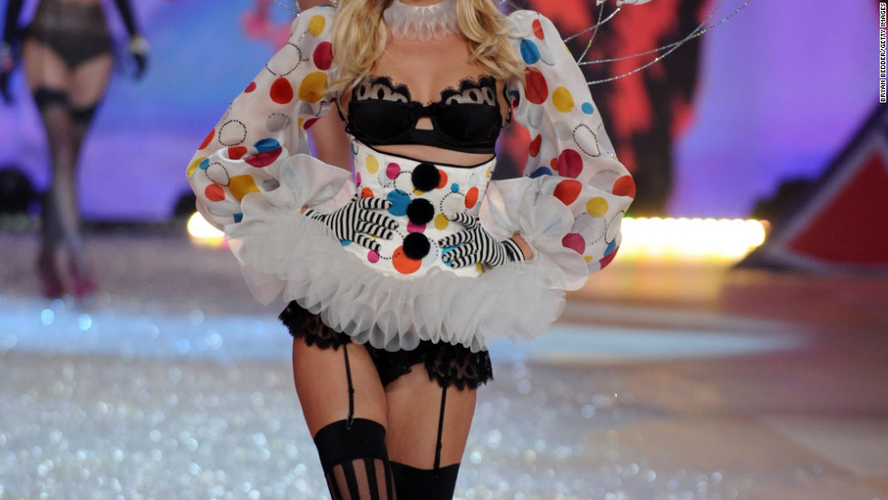 vs fashion show 2012 Toni Garrn