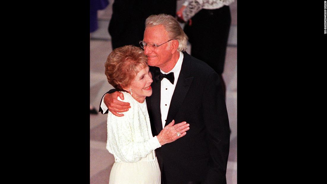 Former first lady Nancy Reagan greets Graham at the gala dedication of the Ronald Reagan Building and International Trade Center.