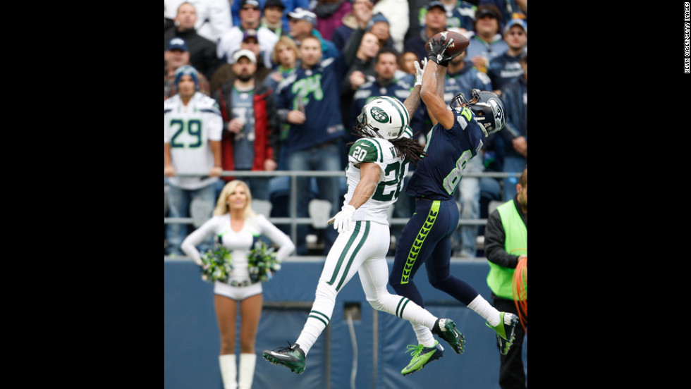 Cornerback Kyle Wilson of the Jets reaches to stop wide receiver Golden Tate of the Seahawks from making a touchdown catch in the first quarter on Sunday.