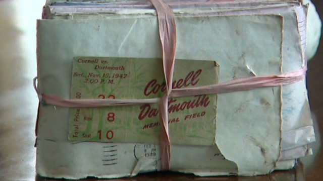 dnt 70 yr old love letters on beach sandy_00000705