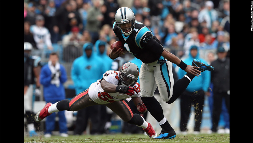 Cam Newton of the Panthers scrambles away from Lavonte David of the Buccaneers on Sunday.