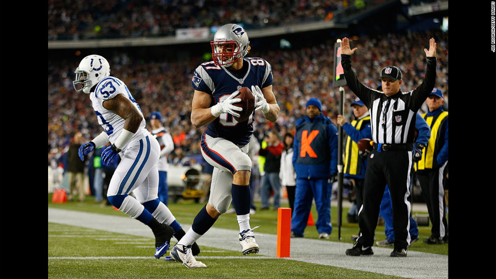 Rob Gronkowski of the Patriots beats Kavell Conner of the Colts into the end zone for a touchdown in the first half on Sunday.