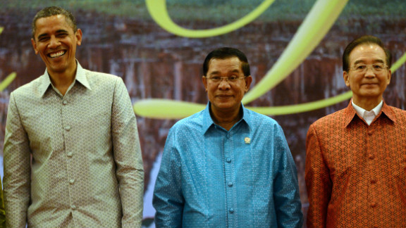 President Barack Obama (L) with Cambodian PM Hun Sen (C) and Chinese Premier Wen Jiabao at the ASEAN/ East Asian Summit.