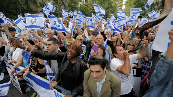 Jewish and Christian religious groups demonstrate in support of Israel near the United Nations headquarters September 21, 2011 in New York as the annual UN General Assembly continues.