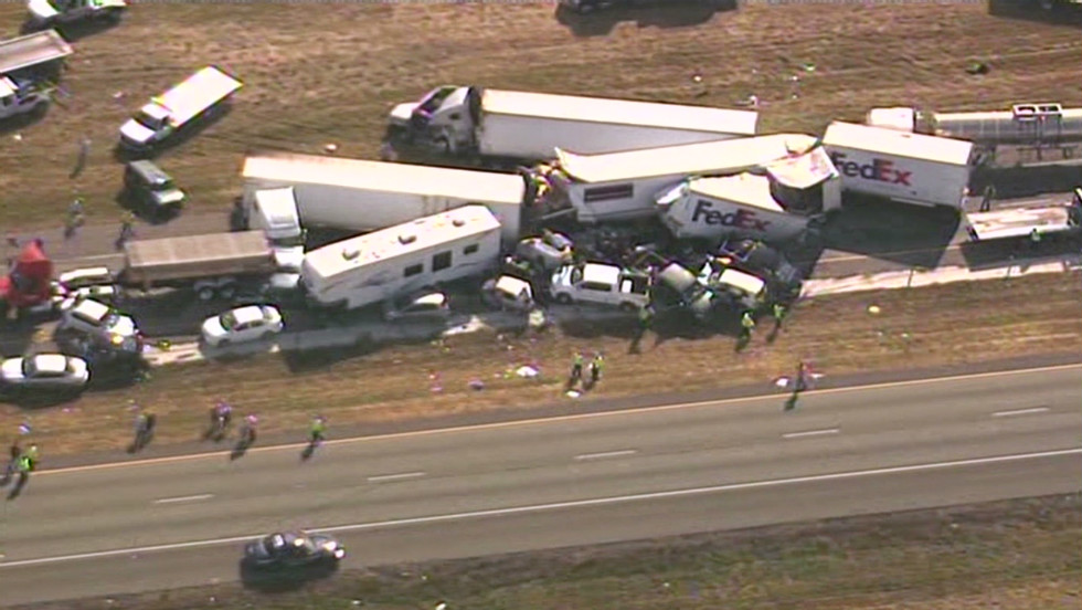 Deadly 100-vehicle pileup in Texas