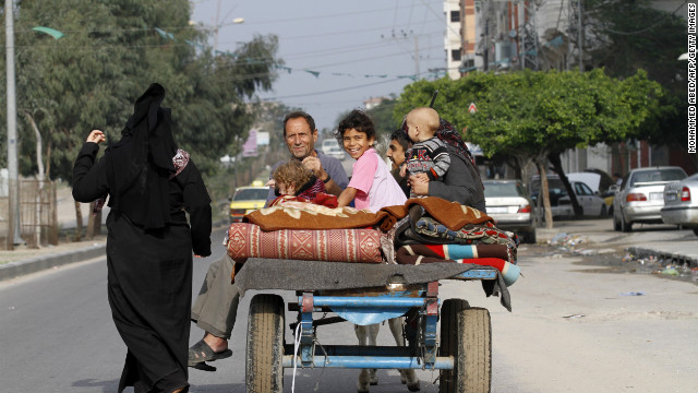 Palestinian families return to their homes after an eight-day conflict in Gaza City on November 22, 2012.