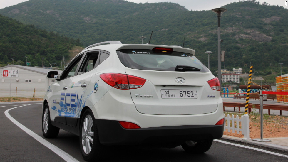 Lovely The Hyundai Ix35 Powered By A Hydrogen Fuel Cell Is Put Through Its Paces At