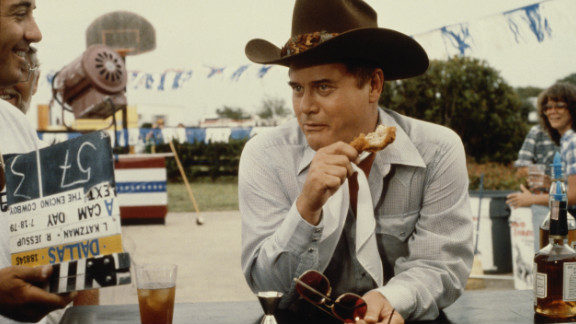 """Larry Hagman eats on the set of the television soap opera """"Dallas"""" in July 1979."""