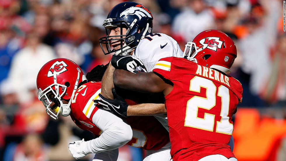Wide receiver Brandon Stokley of the Broncos makes a catch as free safety No. 23 Kendrick Lewis and cornerback No. 21 Javier Arenas of the Chiefs defend on Sunday.
