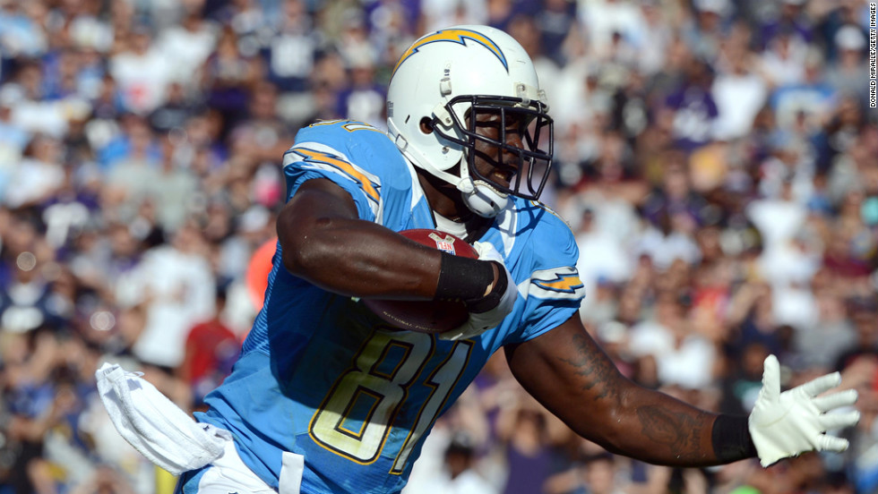 Tight end Randy McMichael of the Chargers runs after the catch against Ravens on Sunday.