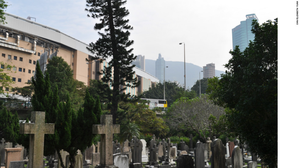 Outside the Hong Kong Cemetery's gates: the Happy Valley Racecourse and the flyover leading to the Aberdeen Tunnel that links 64,000 drivers daily with the other side of Hong Kong island.