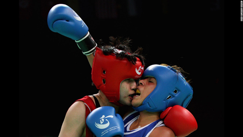Dong Cheng, left, of China fights against Erika Cruz Hernandez, right, of Mexico in the Women's 60kg preliminary match during the AIBA women's world boxing championships on May 14 in Qinhuangdao, China.