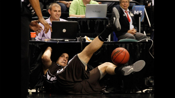 Justin Maneri of the Lehigh Mountain Hawks dives into the scorer