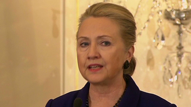 Clinton: Condoms are key in AIDS fight
