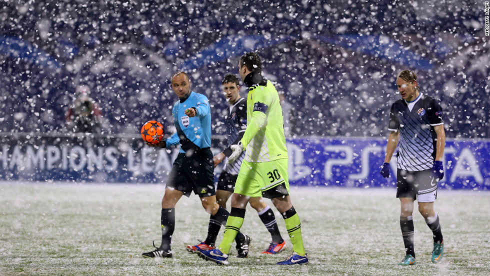 The snow in Zagreb was so bad that players were ordered to leave the pitch and wait in the changing rooms, while groundstaff helped to clear the pitch. Andriy Yarmolenko's 41st minute strike had given the visitors the lead but a 90th minute penalty by Ivan Krstanović secured a point for Dinamo.