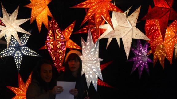 Artisanal lights go on sale at Berlin's winter market.