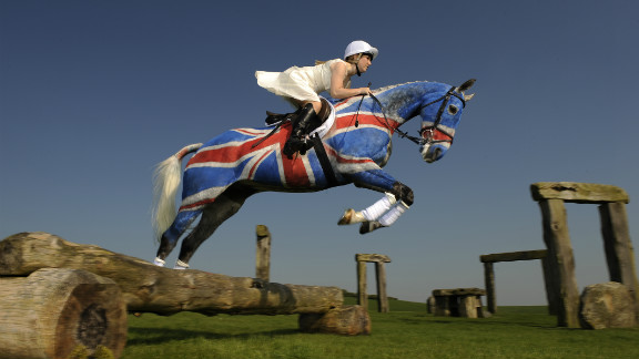 Rossa also painted a thoroughbred in the Union Jack as part of a special photoshoot for the Barbury International Horse Trials in Britain.