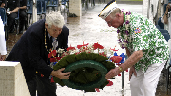 Ray Emory, left, and Bob Kinzler of the Pearl Harbor Survivors Association lay a wreath in 2003 to honor those killed in the attack.