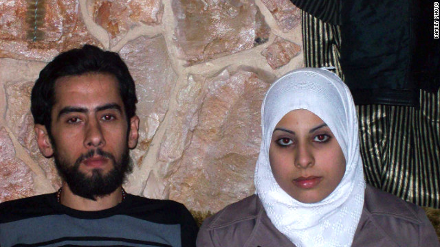 Mohammad Jumbaz And Ayat Al Qab Got Married In Syria Despite The Violence Around Them